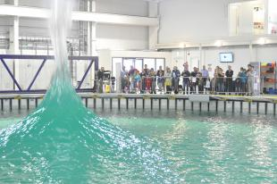Member of the public enjoy FloWave's demonstration